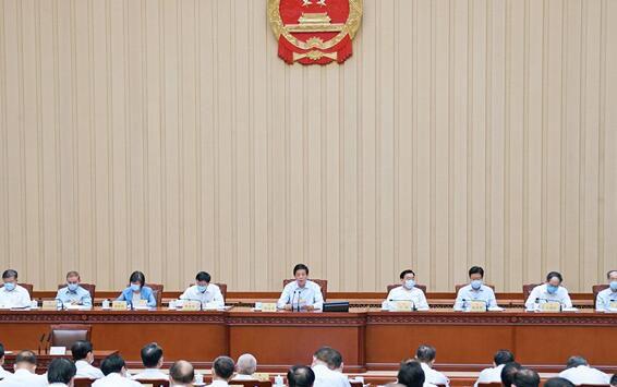 会议通过了通过城市维护建设税法、契税法