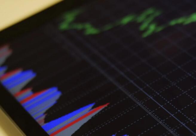 稳慎推进人民币国际化 提高参与国际金融治理能力
